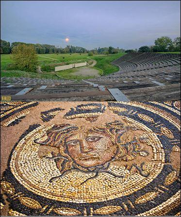 Sitio arqueológico de Díon: teatro - mosaico