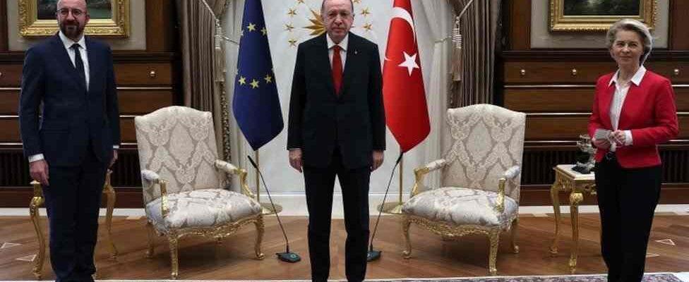 2 sillas para 3 presidentes