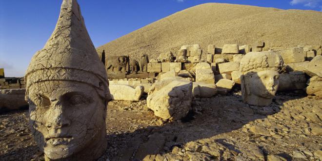 Decapitación de los dioses de Nemrut Dağ